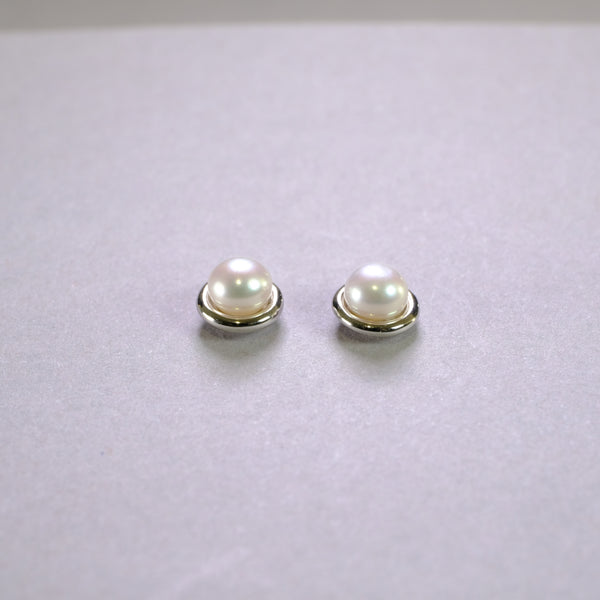Silver and Pearl Stud Earrings.