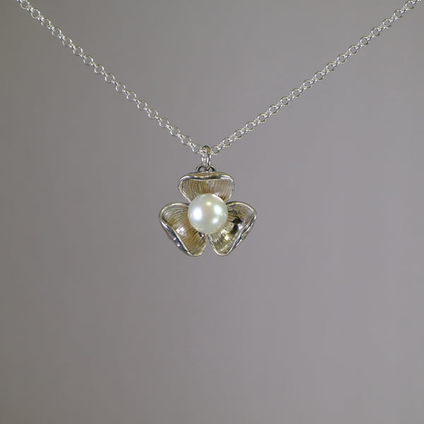 Silver and Pearl Flower Pendant.