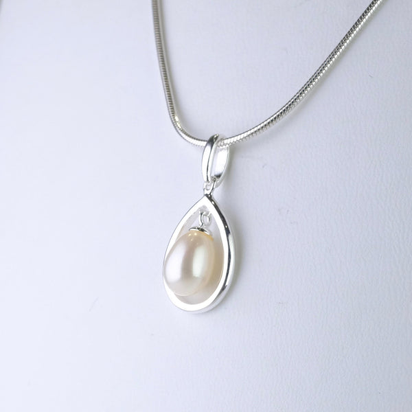 Silver and Pearl Tear Drop Necklace.