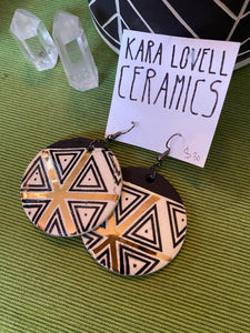 Pattern earrings with gold