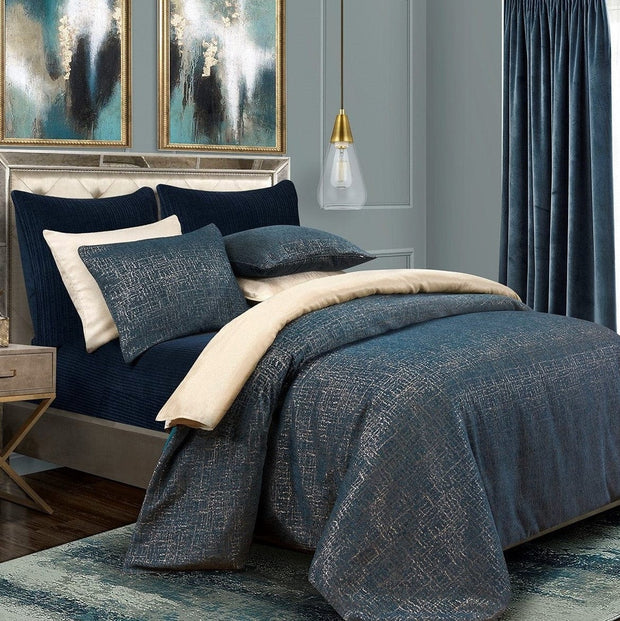 Hayworth Comforter Set