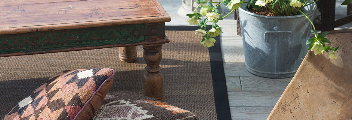 polypropylene outdoor rug on decking