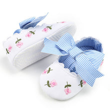 Load image into Gallery viewer, Fashion personality embroidery baby comfort Baby Girl Embroidery Flower Fashion Toddler First Walkers Kid Shoes F5