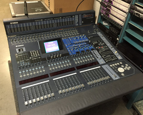 used yamaha dm2000 mixing console with meter bridge touring case clair used gear. Black Bedroom Furniture Sets. Home Design Ideas