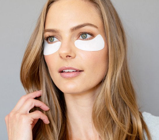Women wearing Total Eye Hydrogel Treatment Masks || all