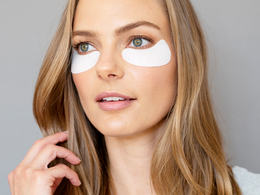 Women wearing Total Eye Hydrogel Treatment Masks