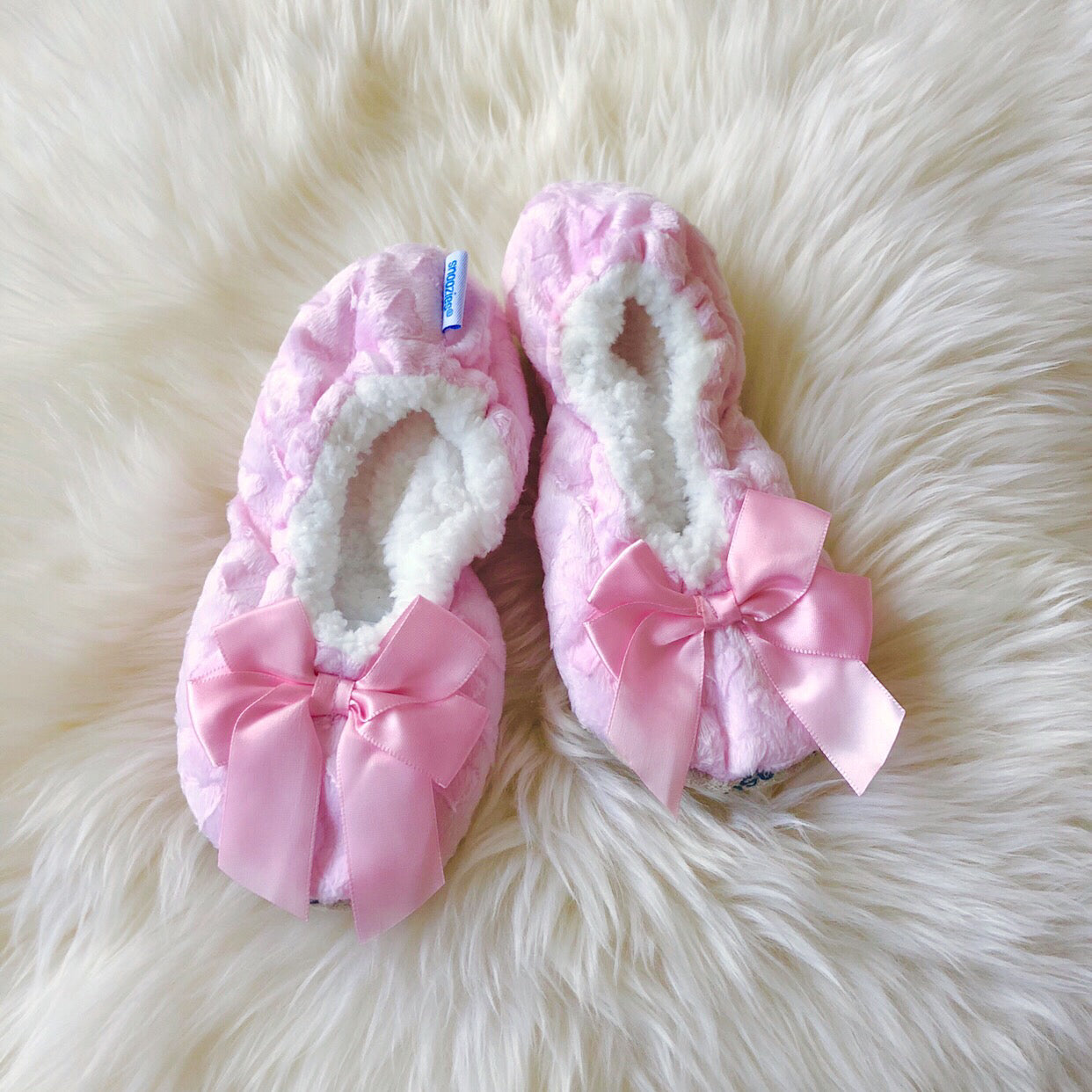 2d81eb02f6a9 Kids Bow Snoozies! Slippers - Light Pink – Prep Obsessed