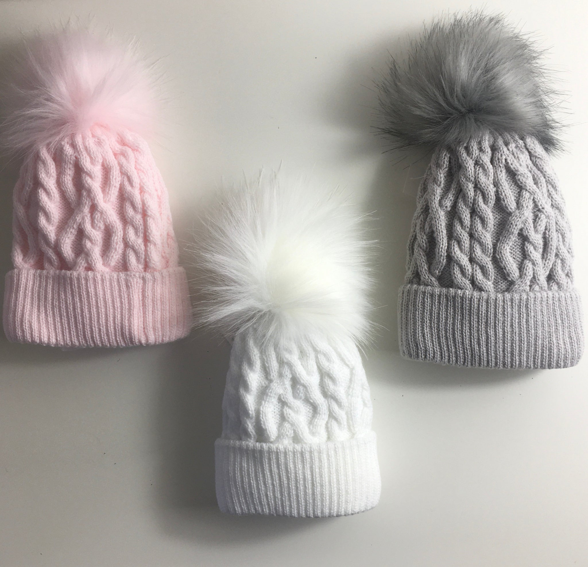 Fur Pom hat-Cable
