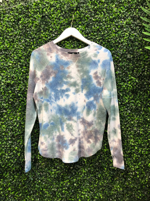 BRUSHED TIE DYE PULLOVER SWEATSHIRT WITH THUMBHOLES
