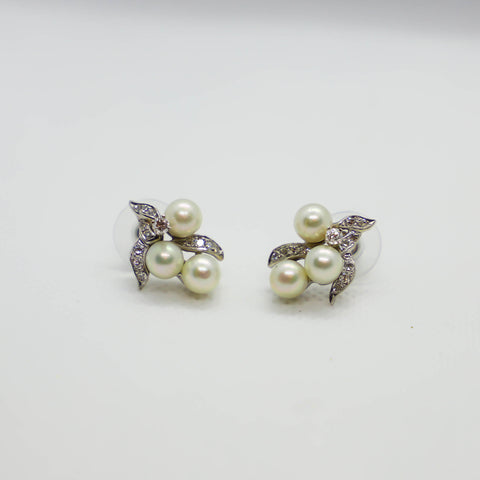 White gold pearl and diamond earring