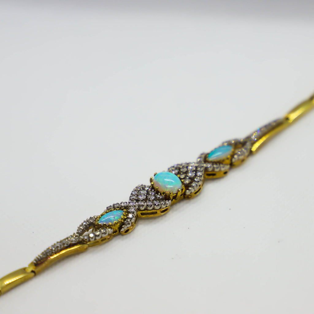 Yellow gold opal bracelet