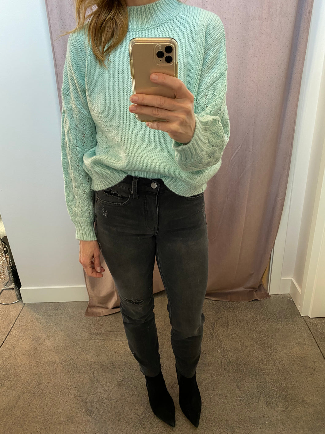 Sweater w/Cable Knit Sleeves in Mint