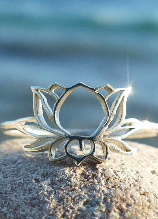 Delicate silver Lotas flower ring