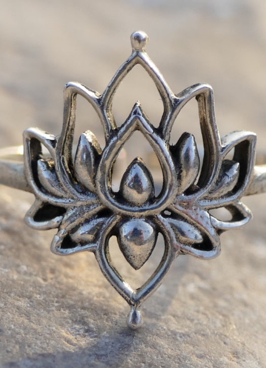 Silver Lotas flower ring