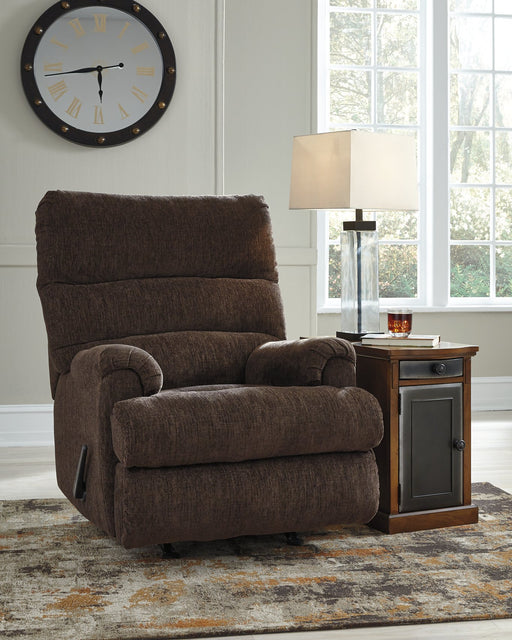 Man Fort Signature Design by Ashley Recliner image