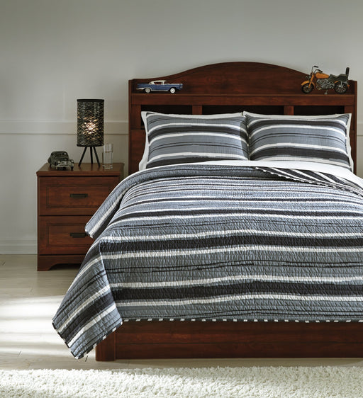 Merlin Signature Design by Ashley Coverlet Set Full image