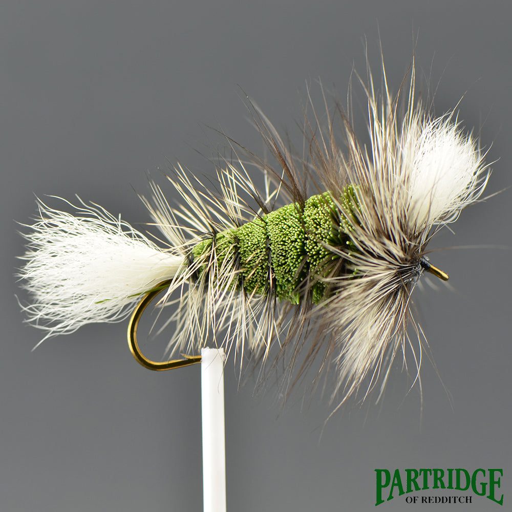 Wulff Dark Olive Green – White Tail – Silver Badger Hackle