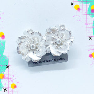 CLIP ON | TID silver flower clip ons