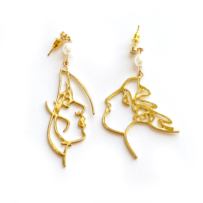 Mismatch Face Earrings | Gold and Pearl