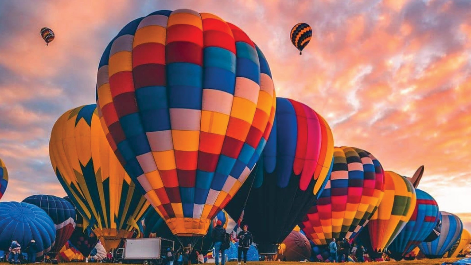 MuskOx Men's Apparel Summer and Outdoor Festival Guide. Photo of Albuquerque Balloon Festival by amazingshots_reflections