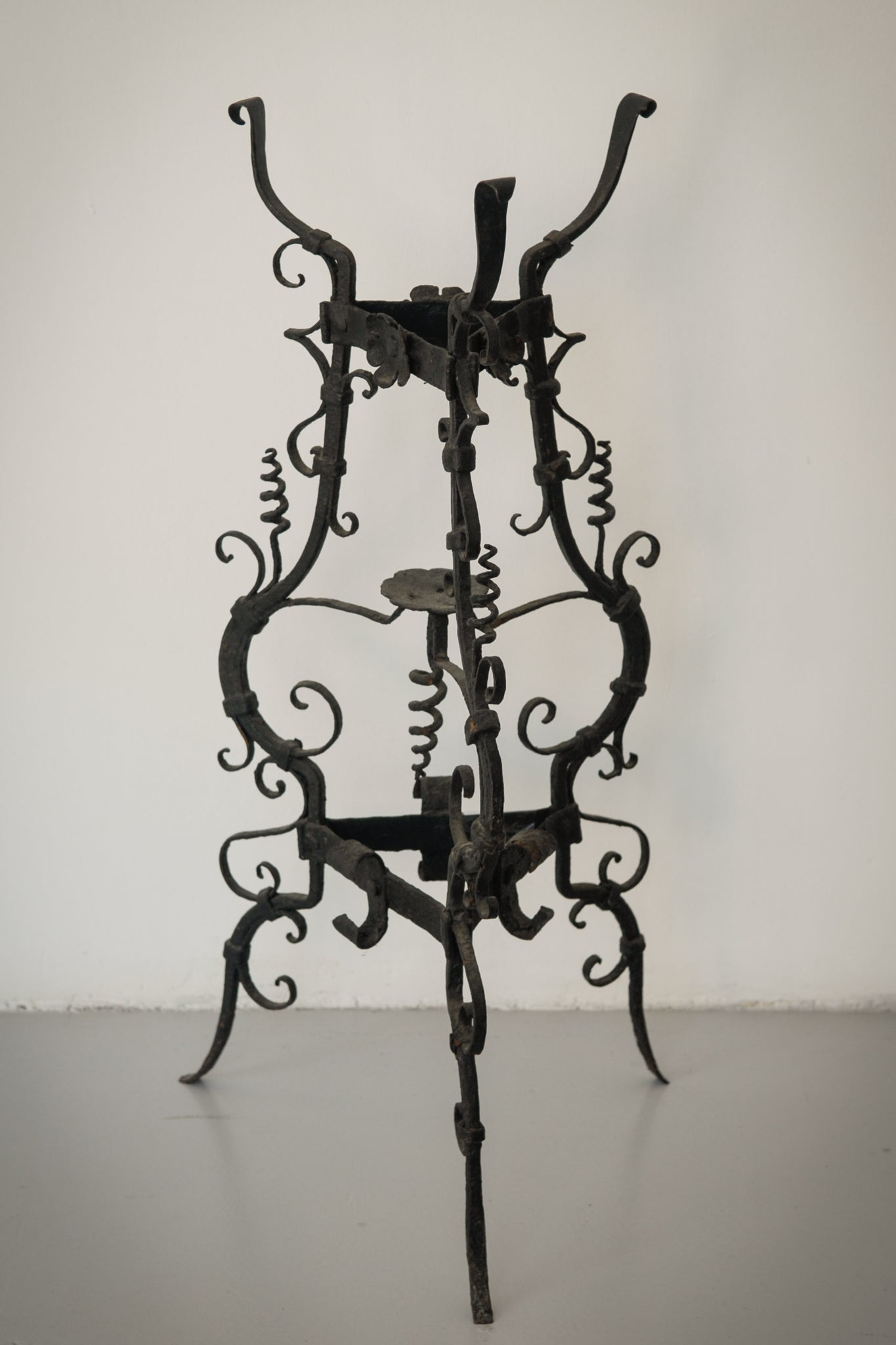 Pair of Wrought Iron Antique Washbowl Stands_1