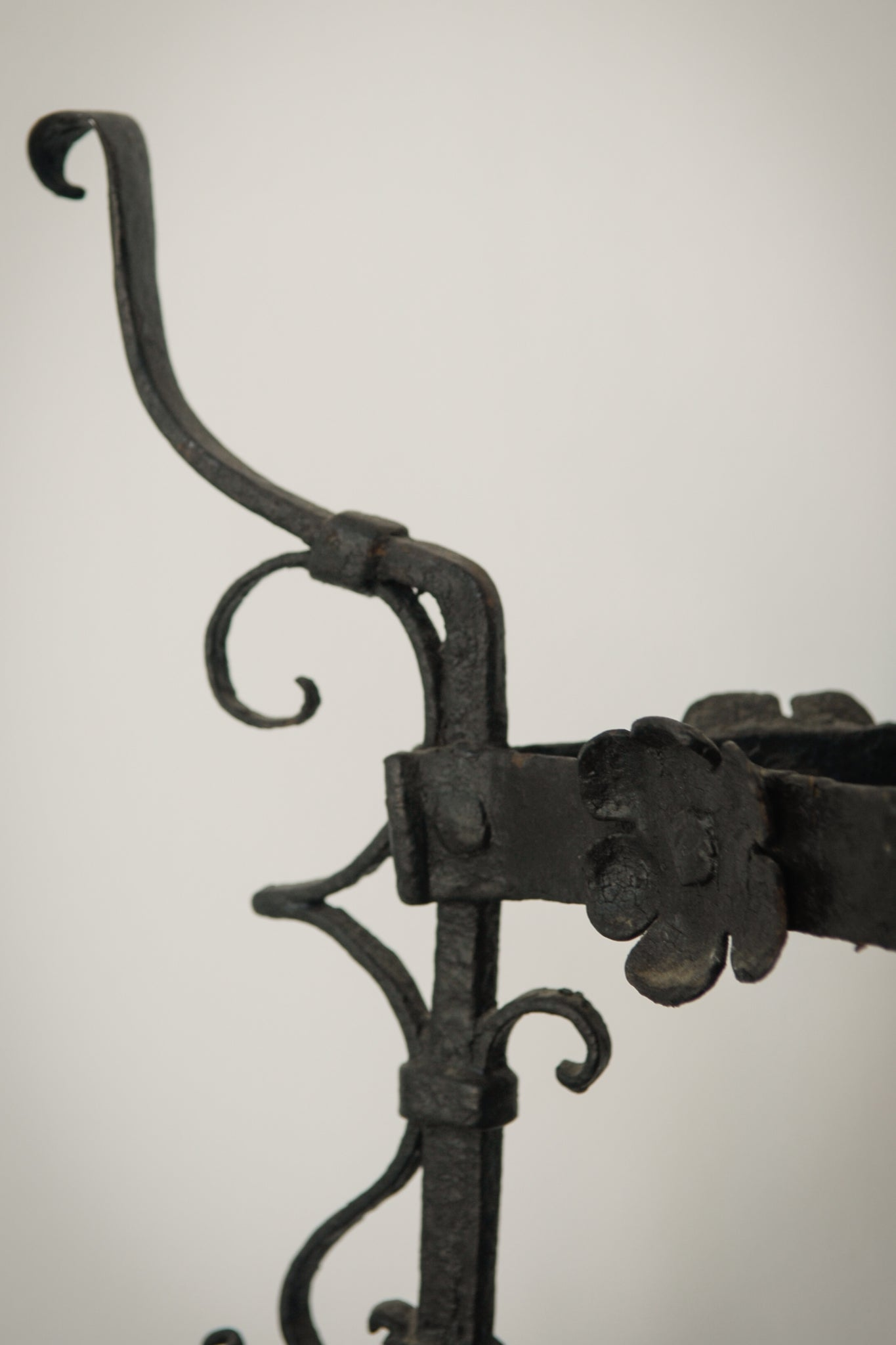 Pair of Wrought Iron Antique Washbowl Stands_Detail