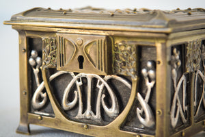 Early Art Nouveau Handmade Box in Brass and Silver_Detail