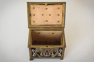 Early Art Nouveau Handmade Box in Brass and Silver_Open