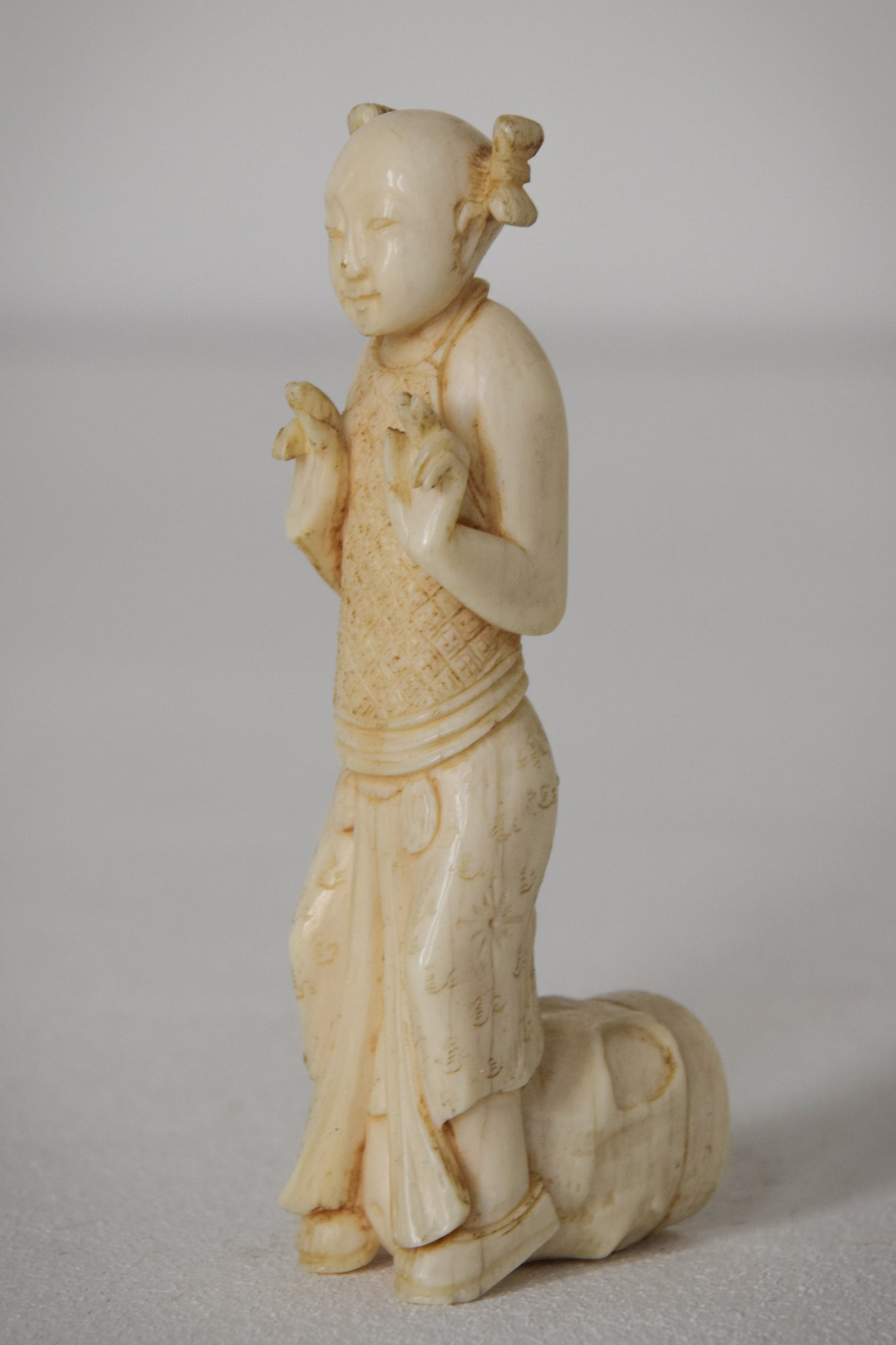 Chinese Carved Parasol Handle of a Lady_2