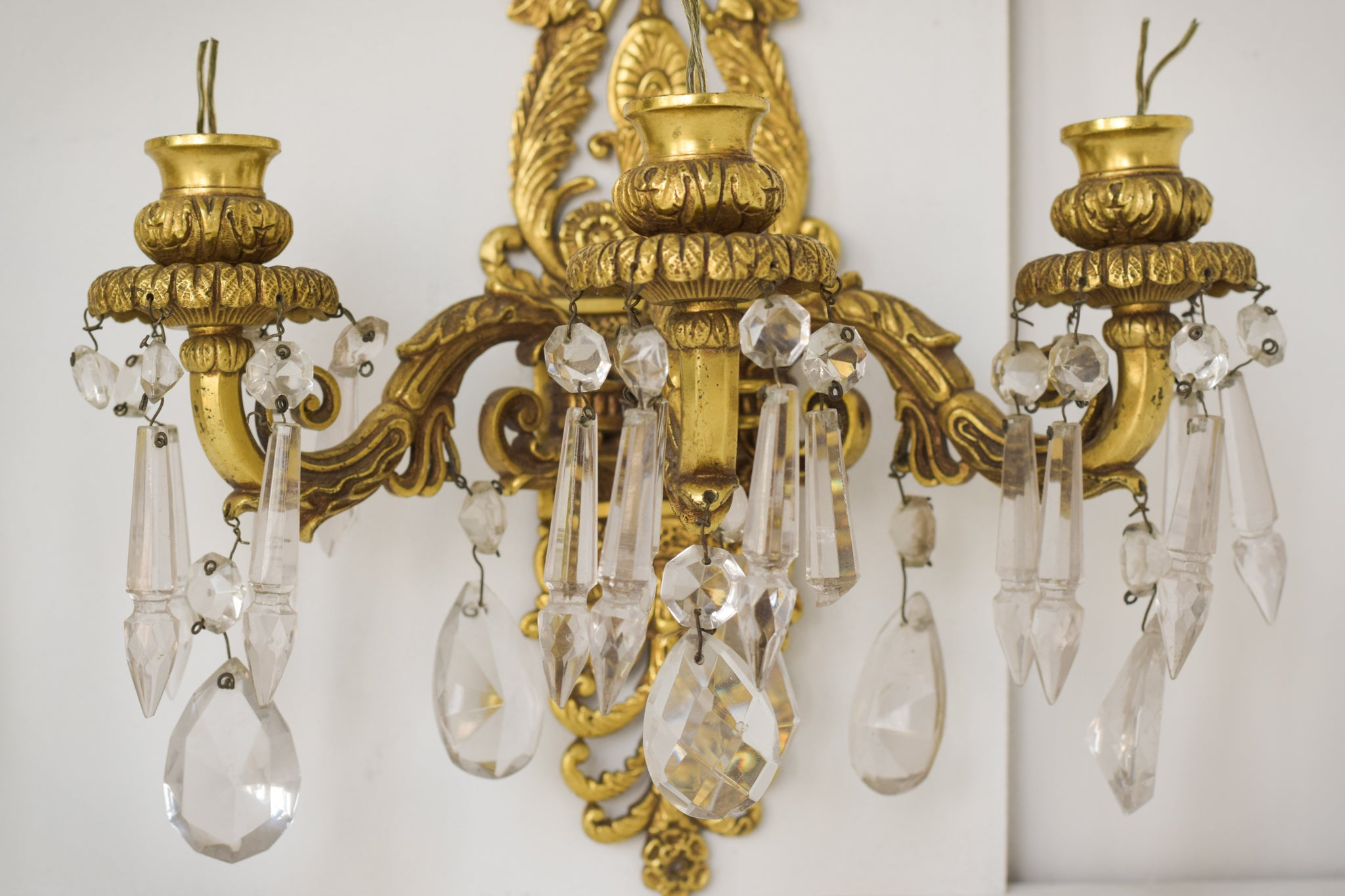 Two Golden Wall-Mounted Chandeliers_Detail
