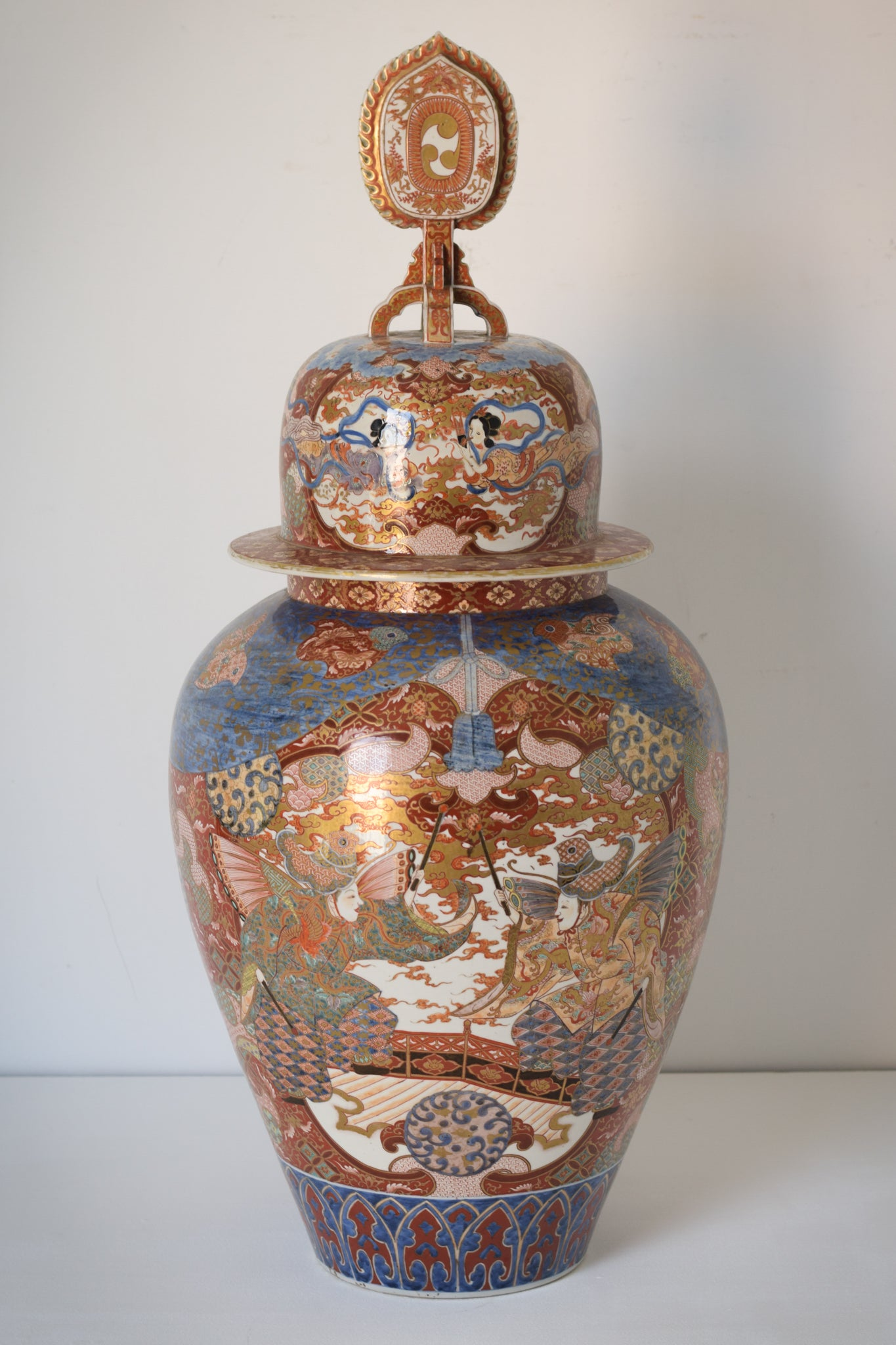 Large Arita Jar and Lid decorated with images of Samurais and Geishas