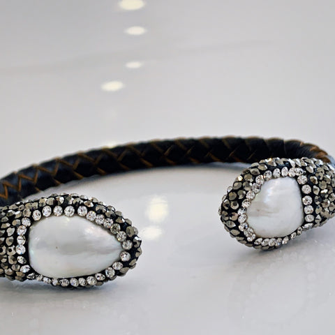 Pearl Bracelet with leather band