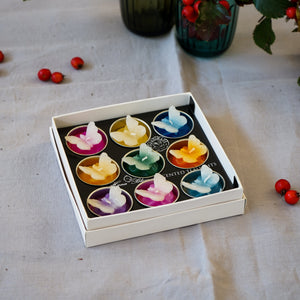 These hand poured butterfly scented tea lights are sweet and pretty. Come in 9 of them in assorted colours. Each butterfly tea light candle pops up higher from a tin cup as if they are about to take off. Scented with Indian jasmine