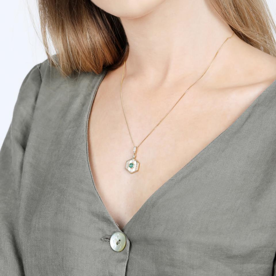 V BY LAURA VANN DARCY GREEN AND PEARL NECKLACE
