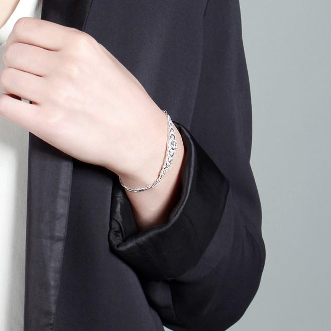 V BY LAURA VANN BRILLIANCE GRADUATING BRACELET