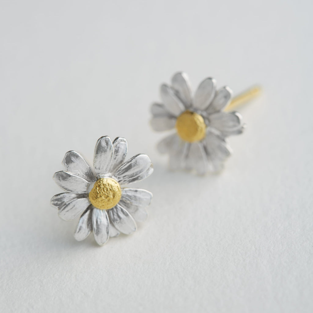 ALEX MONROE LITTLE DAISY STUD EARRINGS