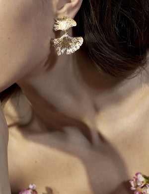 APPLES & FIGS GOLDEN HUES GINGKO EARRINGS