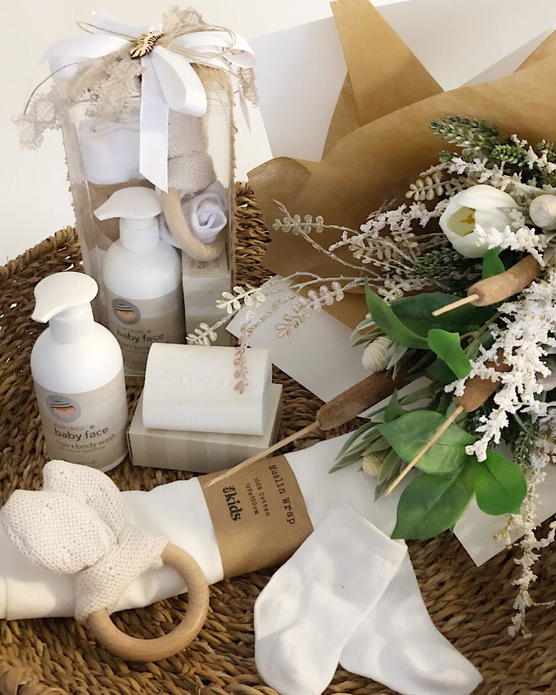 Baby Essentials Gift Box Natural
