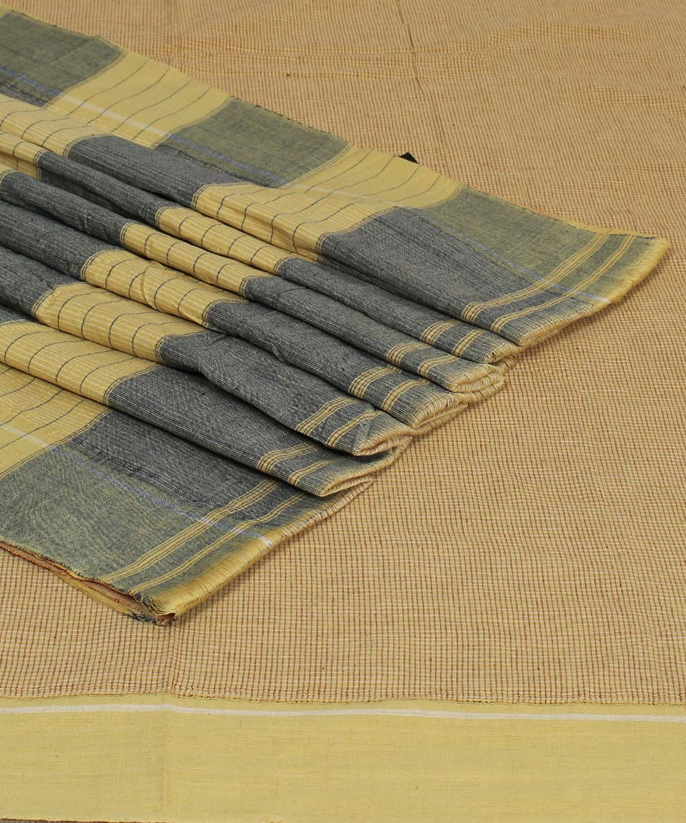 Patteda Anchu Cream Checks Handloom Saree