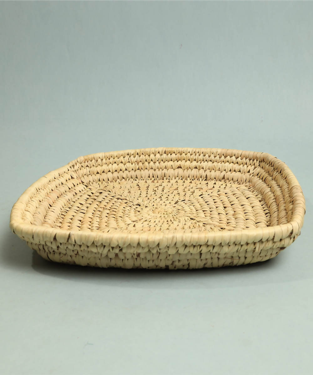 Natural beige handcrafted golden grass tray square