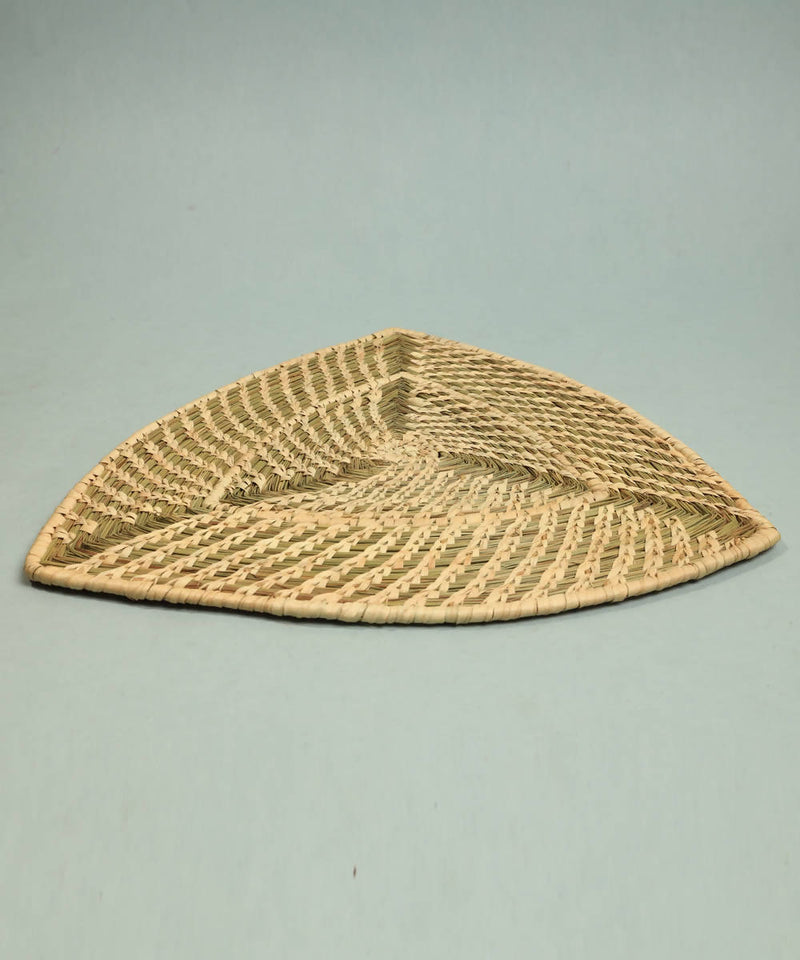 Natural beige handcrafted golden grass triangle dining mat