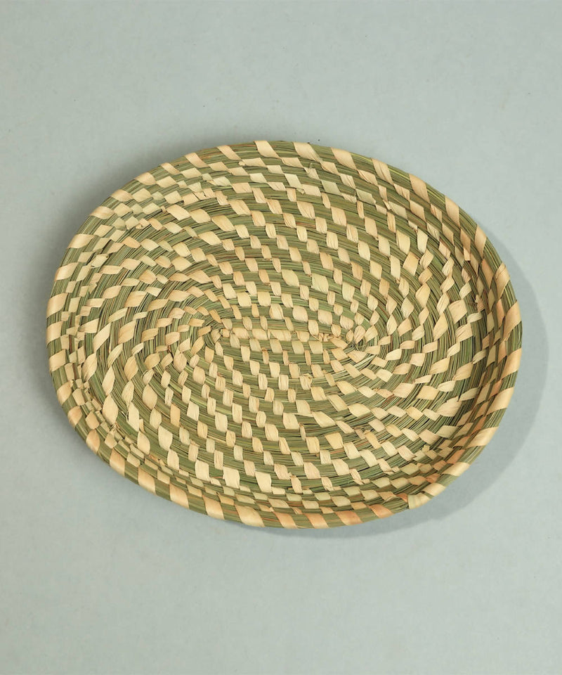 Natural beige handcrafted golden grass oval tray