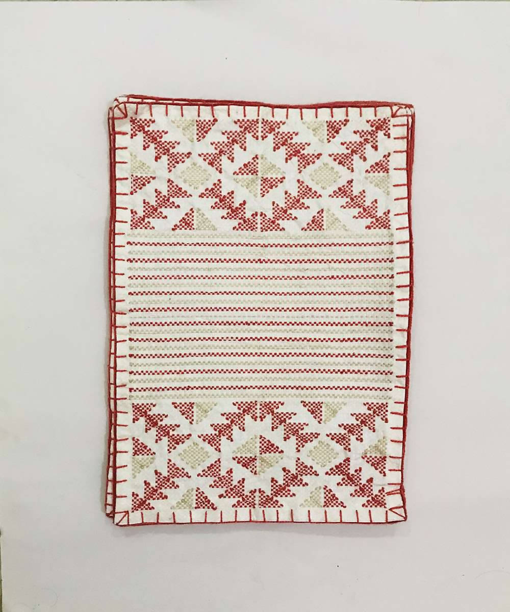 Red and white taat wool Hand Embroidered Table Mat (Set of 6)