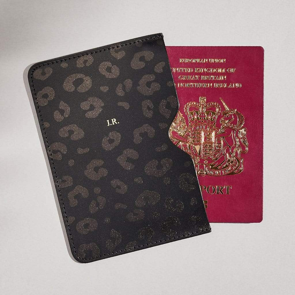 "sbri ""Emily"" Passport Holder in Black"