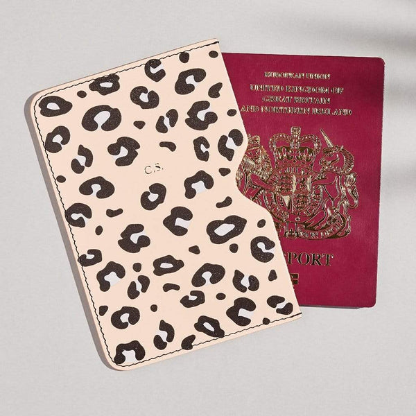 "sbri ""Emily"" Passport Holder in Pink"