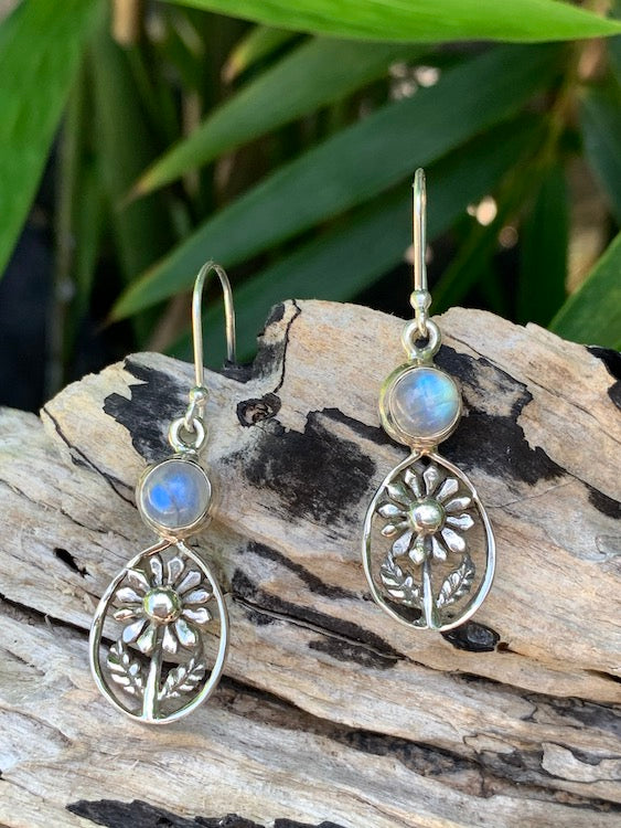 Daisy Love - So gorgeous! Round cabochon rainbow moonstone oxodized sterling silver daisy flower earrings