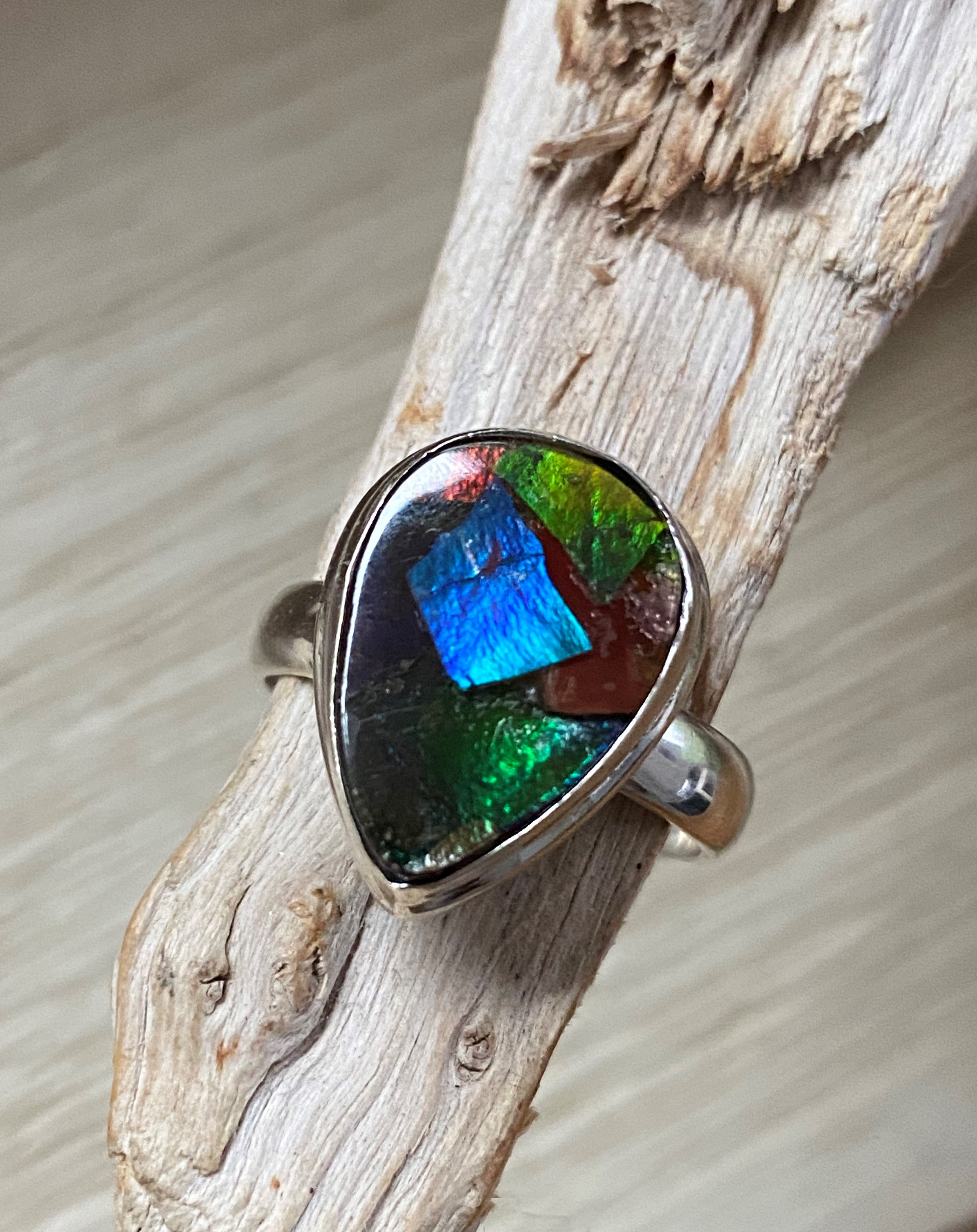 Chameleon - Beautiful multi colour Ammolite triplet teardrop pear sterling silver ring - Size 8