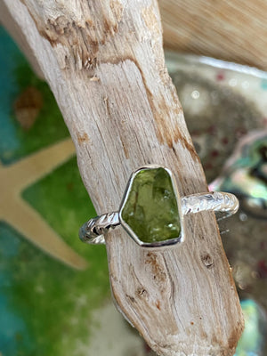 Express Yourself - Raw peridot gemstone hammered sterling silver stacking ring - Size 8