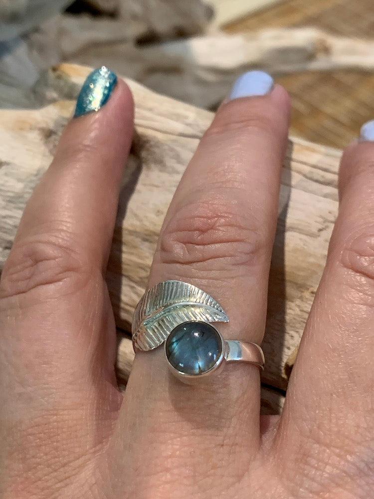 Navajo wrap bypass feather/leaf cabochon labradorite adjustable 925 sterling silver ring