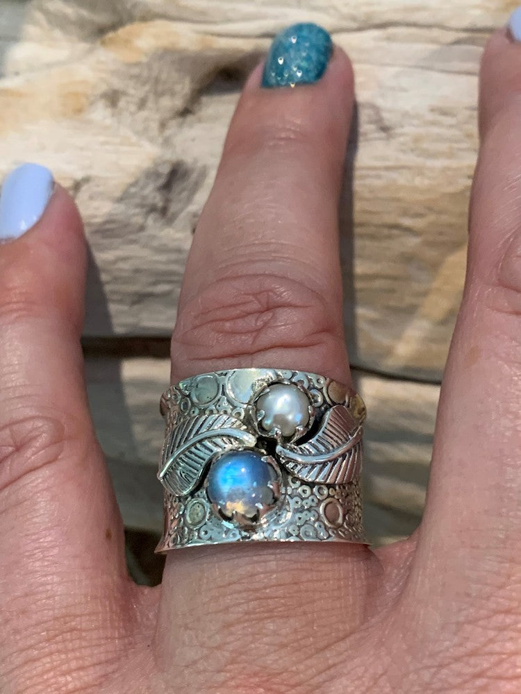 Beyond Beautiful! Rainbow moonstone cultured pearl wide band hammered sterling silver leaf ring Size 7